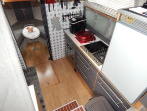Dutch Steel Cruiser spacious liveaboard - Galley