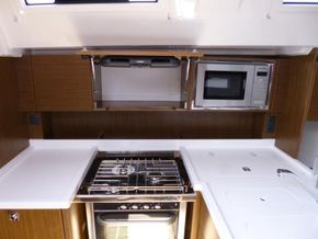 Solid worktop surface in galley