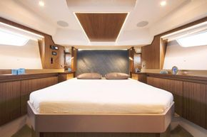 Sealine F530 - Forward Cabin