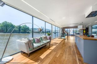 Beautiful houseboat for sale, SW3