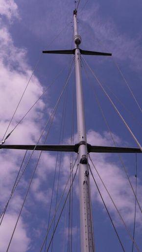 spreader area of mast