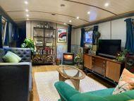 60 x 12ft 2017 Collingwood Widebeam, EuroCruiser Stern
