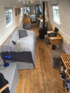 62 FT Spacious & Bright Live Aboard