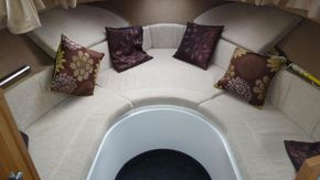 Forward seating area / double berth
