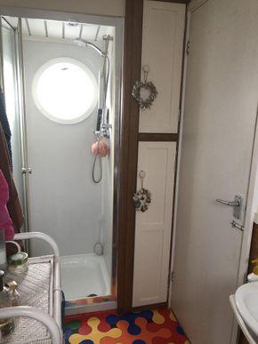 Shower in main en suite