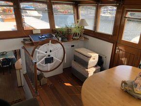Belgium Spitz Dutch Barge Flat bottom, steel hull with rivets - Coachroof/Wheelhouse