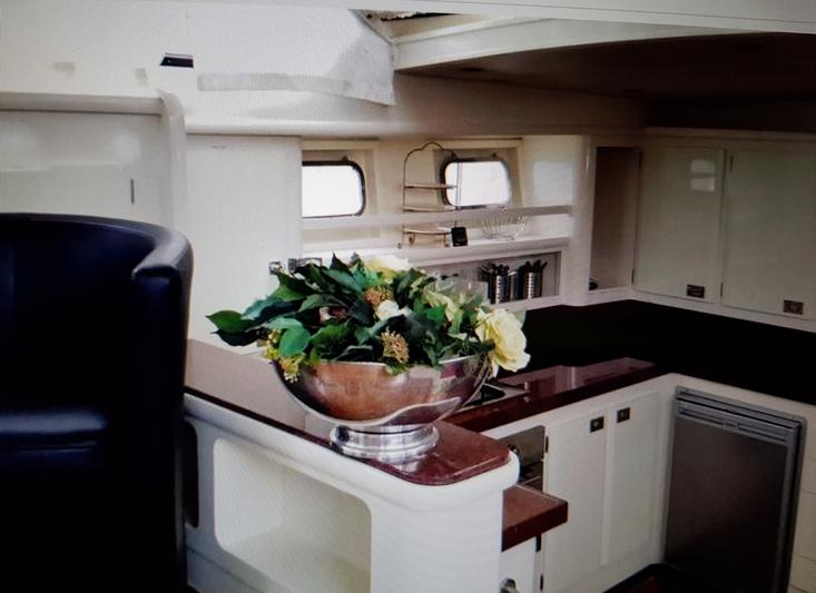 Houseboat cruising houseboat