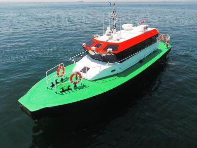 Fast Crew boat with Bow Platform loading