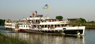 Paddlesteamer Steamboat Passengerboat