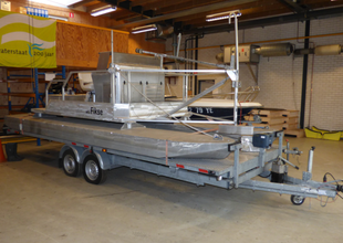 Auction: G&S motor catamaran with trailer