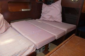MAIN CABIN BED