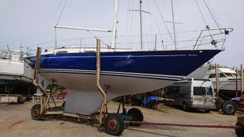 CONTESSA 32 - MODERN CLASSIC, TOTALLY REFITTED, MAGNIFICENT £69500