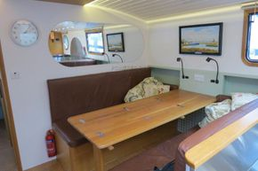 Piper Canal barge LIVE ABROAD - Saloon