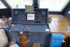 Steering station