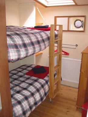 Double bunk cabin
