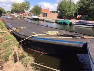 Barge / Pontoon
