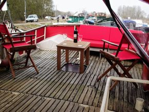 Superb wheelhouse seating area
