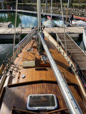 Wooden  Custom Wood-epoxy classic cruising sailboat - Deck