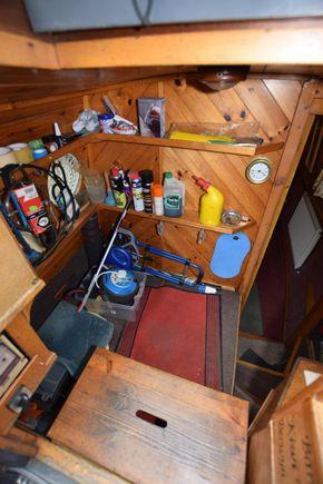 Stern cabin forward