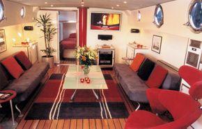 Saloon (Living Room)