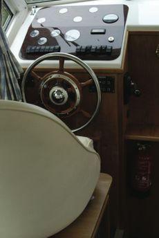 Sheerline 1070 Centre Cockpit Helm