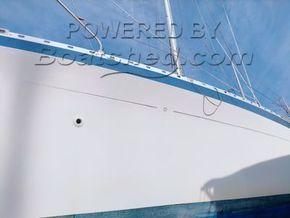 Moody 29  - Hull Close Up