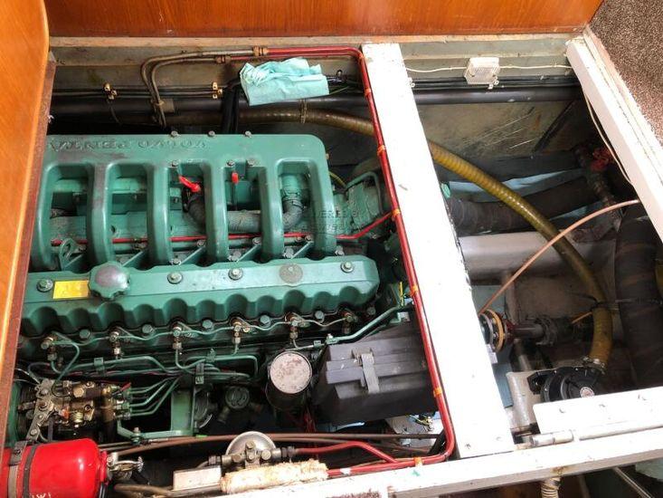 1983 Birchwood Motor Yachts President 37