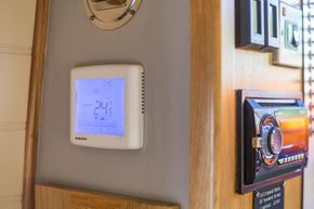 Fully programmable thermostat for central heating