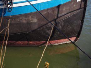 Dutch Barge 23m  - Hull Close Up