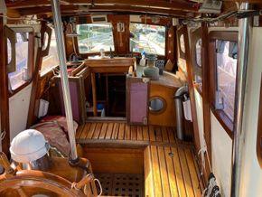 Wooden  Custom Wood-epoxy classic cruising sailboat - Cockpit