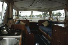 Sheerline740 Centre Cockpit Saloon