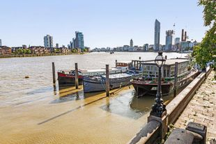 Beautiful presented houseboat, SW10