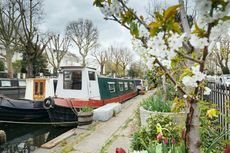charming narrow boat is offered on a residential mooring, W9