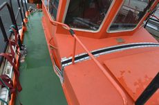 Pilot boat 727.