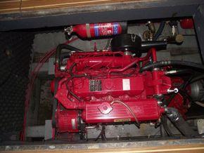 Aquafibre 38 Centre Cockpit - Engine