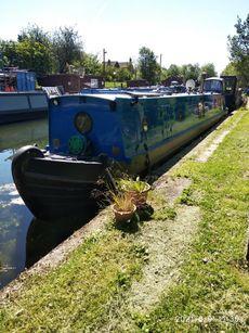 Live aboard semi-trad narrowboat