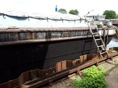 44ft x 17ft 6ins Humber barge