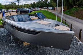 Cranchi E26 Classic Racecourse Marina Tingdene Boat Sales