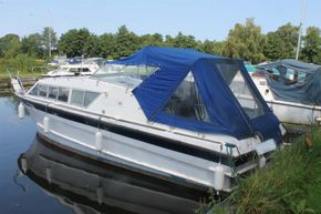 Seamaster 813 double berth layout for a couple - Exterior