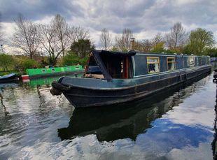 58ft narrowboat with London mooring.