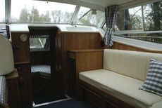 Sheerline 950 Centre Cockpit Saloon
