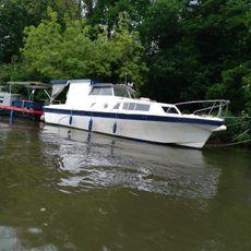 32 foot Cabin Cruiser
