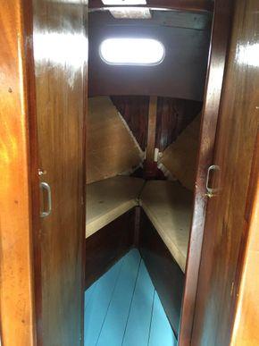 Forward cabin, head & storage