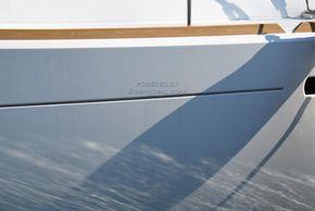 Jeanneau Sun Odyssey 449  - Hull Close Up