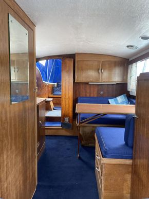 Cabin seen from bow
