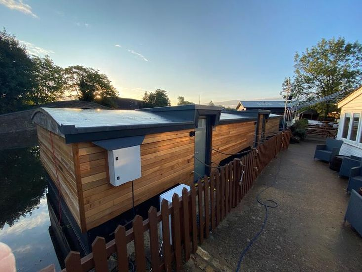 50ft Houseboat   Bespoke air b'n'b unit