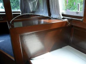 STBD Galley Worktop With Cooker Cover