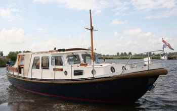 Valkvlet 11.30 a Classic Dutch Canal Boat