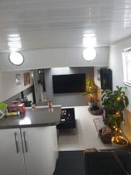 Stunning 2 Bedroom Dutch Barge