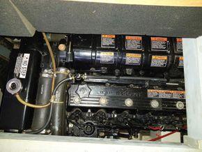 Broom 36 Aft cabin - Engine